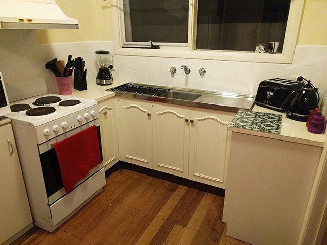 How to Paint Kitchen Splashback Tiles