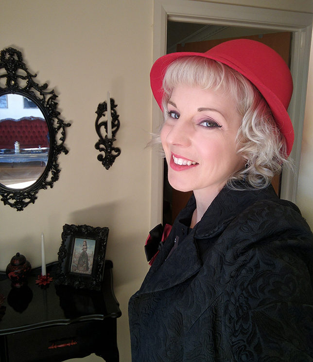 red_felt_hat_selfie